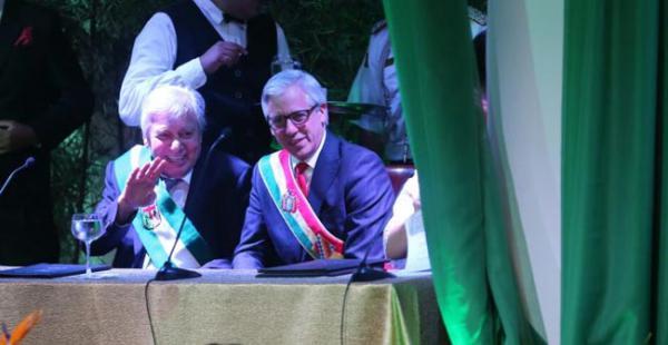 El alcalde bromeó con el presidente en ejercicio Álvaro García