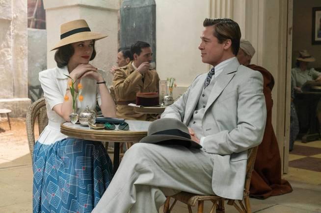 Brad Pitt y Marion Cotillard en un fotograma de