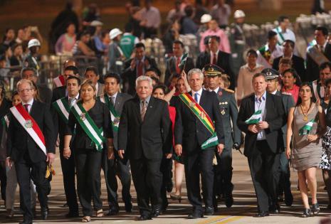 Desfile cívico militar por los 206 años de la gesta libertaria de Santa Cruz