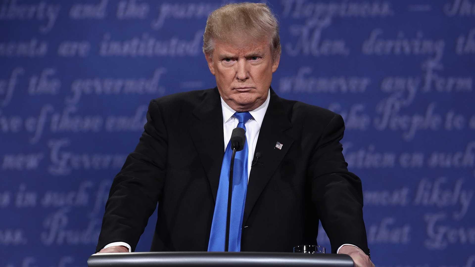 """(AFP) Sobre el miso tema, Trump empezó a hablar de la importancia de la """"ley y el orden"""". Trump dijo que si no existen estos requisitos """"no vamos a tener un país"""". Dijo que en algunas ciudades, los afroamericanos y los hispanos """"están viviendo en un infierno porque es muy peligroso""""."""