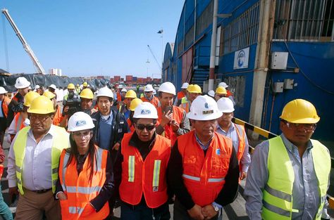 El Ministro de Relaciones Exteriores, David Choquehuanca y la comitiva boliviana en el Puerto de Antofagasta, Chile. Foto: EFE