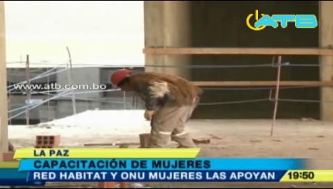 200 mil mujeres trabajan como albañiles en Bolivia