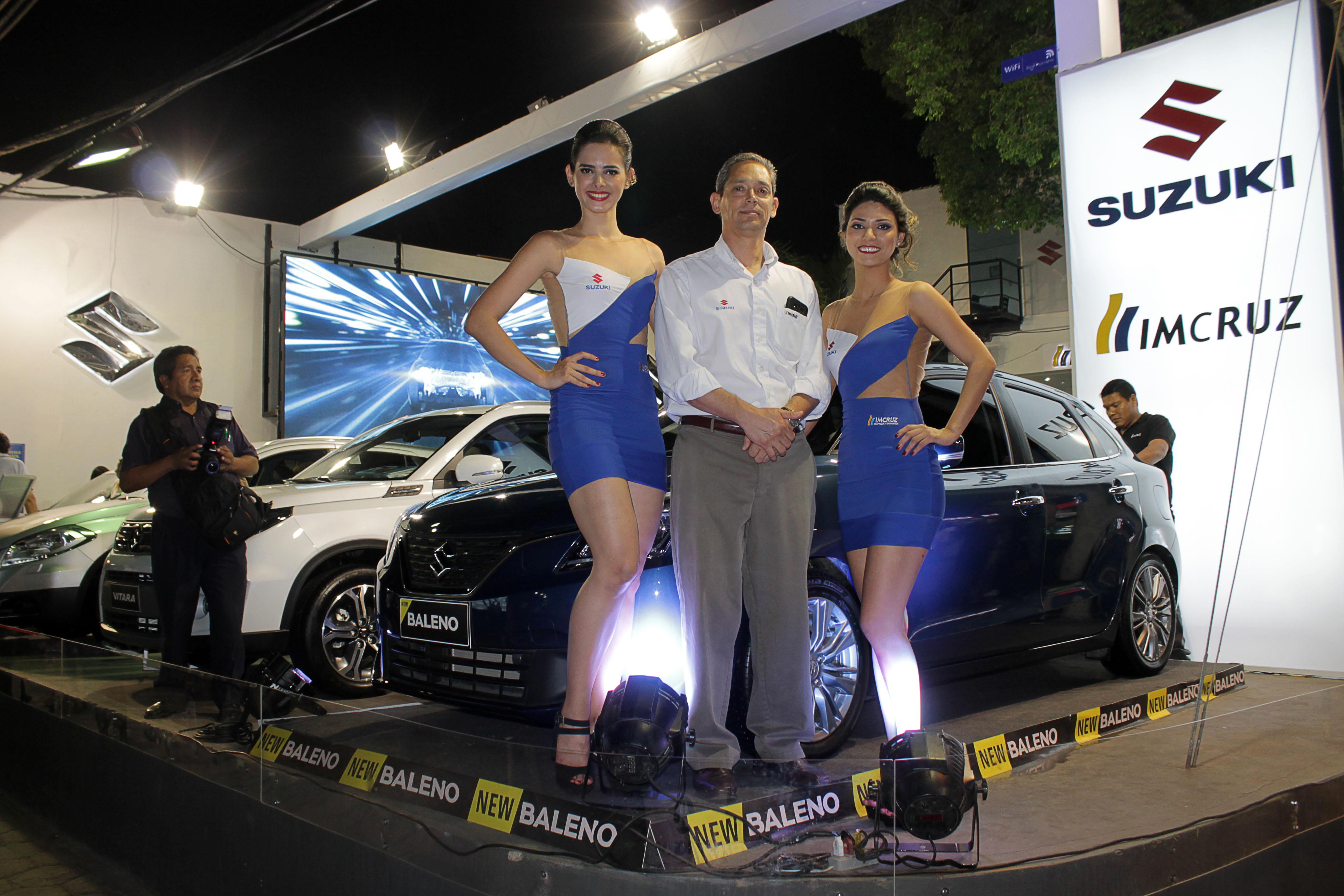 Romy Paz, Javier Arze, gerente de Suzuki y Fernanda Trujillo