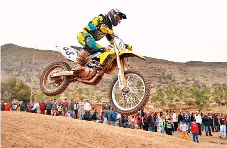 TARIJA-30-10-11- El paceño Daniel Nosiglia se corono campeon nacional de motociclismo en la modalidad de MX 2. El piloto termino primero en el ranking nacional que dio a conocer la Federacion Boliviana de esta disciplina tras desarrollarse la sexta y ultima competencia del calendario anual, la prueba se celebro en el circuito del Valle de la Concepcion, de Tarija.