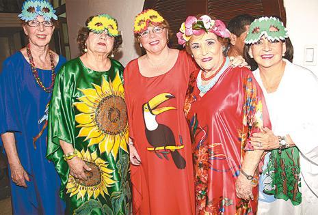 /voluntarias de otras agrupaciones se unieron con sus propios números humorísticos.  Helga Richter, 'Beby' De Arnez, Wilma Kohn, Dora Luz Revuelta De Dávila Y Reina Lozada