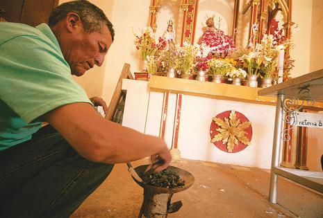 Sus pobladores son muy religiosos A un costado de la plaza central hay una pequeña capilla que está abierta todo el día. Allí está la imagen del Justo Juez, el patrono del pueblo. Es un lugar visitado no solo por los lugareños, sino también por turistas d