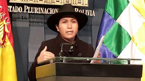 La ministra Marianela Paco en la conferencia de prensa que ofreció esta mañana en el Palacio de Gobierno. Foto: Ángel Guarachi