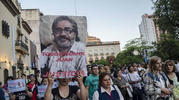 Imágenes de la marcha del miércoles para pedir justicia por el cura Juan Viroche.