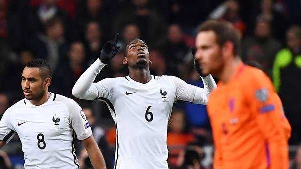 Pogba celebra su gol en Amsterdam para el triunfo de Francia sobre Holanda. (AFP)