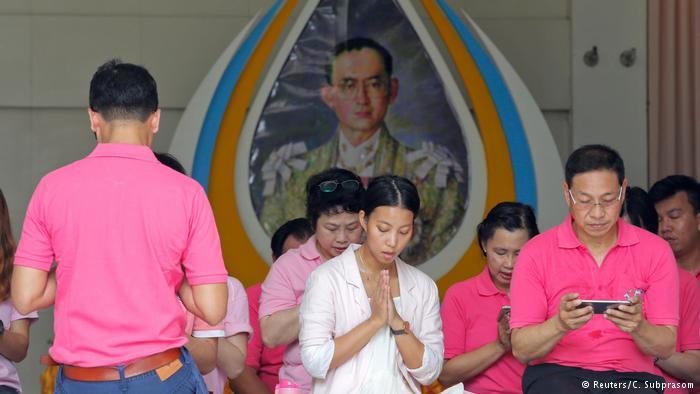 Thailand Gebete für König Bhumibol Adulyadej in Bangkok (Reuters/C. Subprasom)