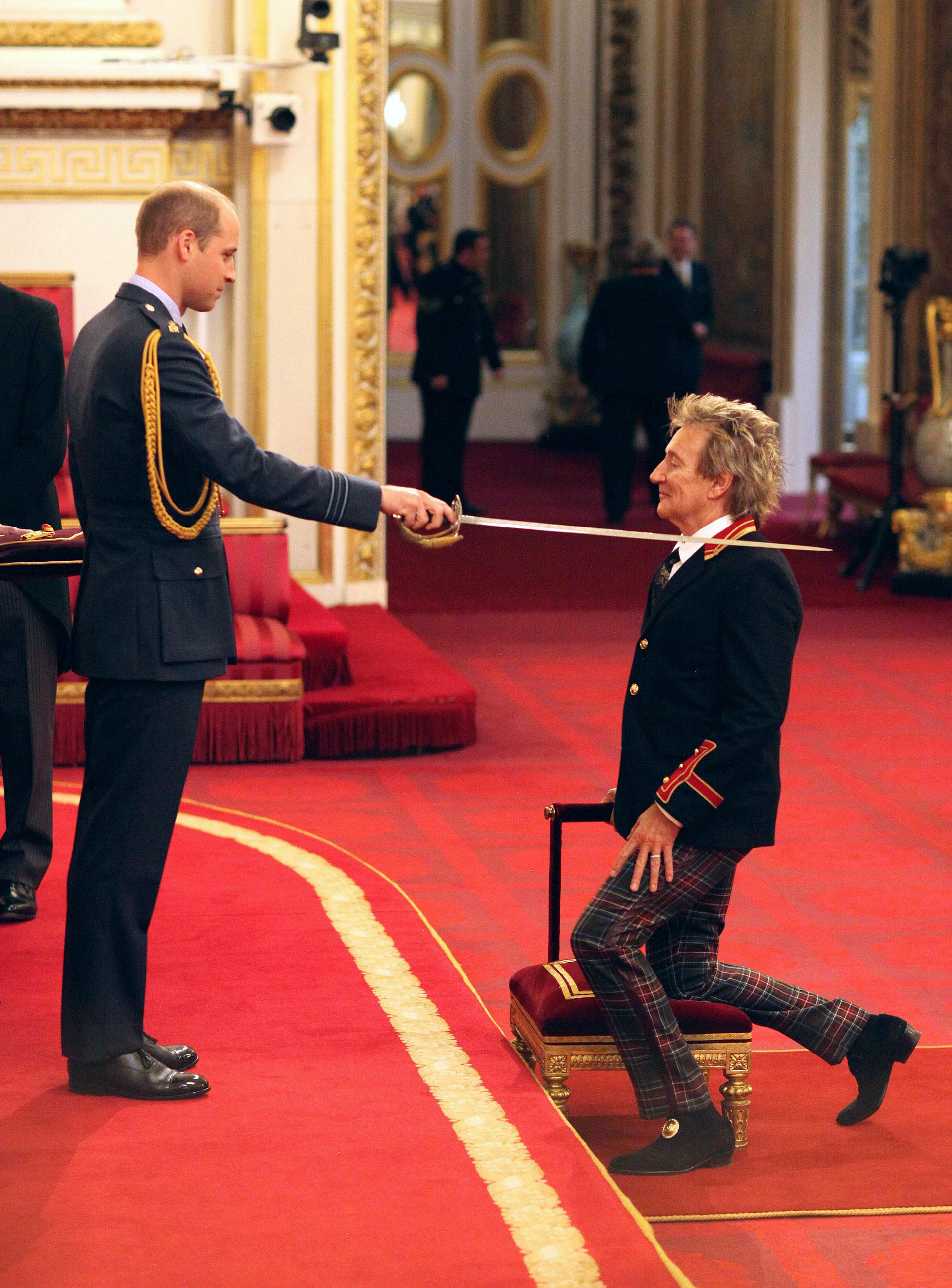 Rod Stewart fue nombrado Sirpor el príncipe William en una majestuosa ceremonia en el Buckingham Palace