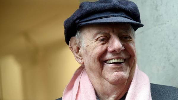 Dario Fo, premio Nobel de Literatura en 1997, falleció hoy a los 90 años en un hospital de Milán, donde se encontraba ingresado desde hace unos días por problemas respiratorios. EFE/Daniel Dal Zennaro