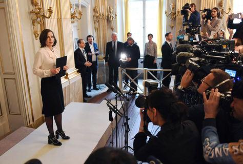 La Secretaria Permanente de la Academia Sueca, Sara Danius, anuncia a Bob Dylan como ganador del Nobel de Literatura. Foto: AFP