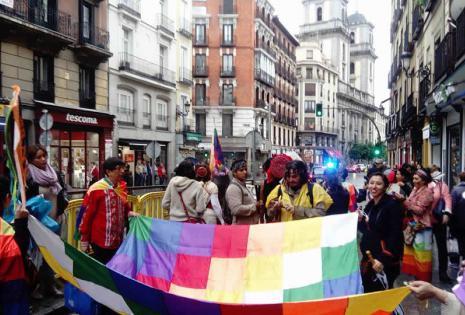 Varias organizaciones sociales de Bolivia, afines con el Gobierno de Evo Morales, participaron del manifiesto por el Día de la Hispanidad en Madrid