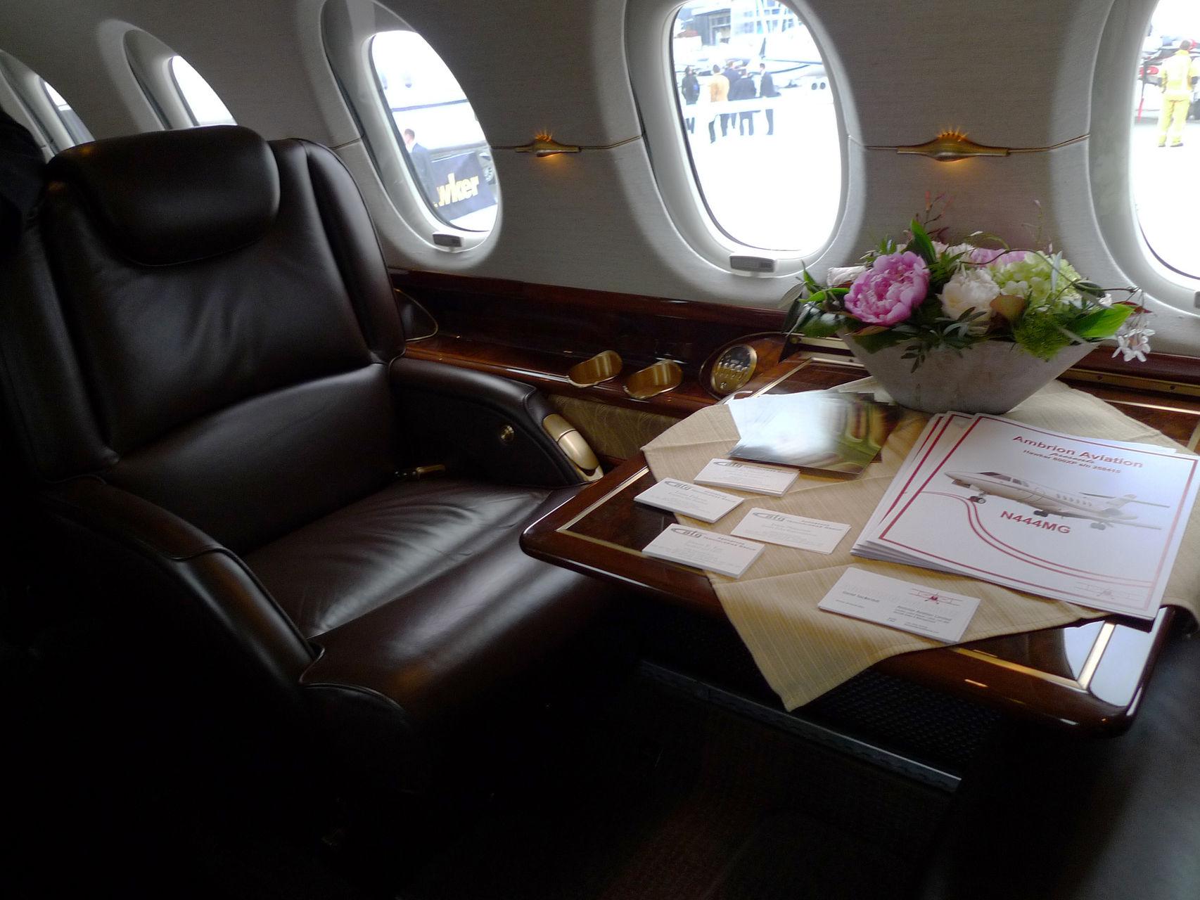 El interior de un avión privado.