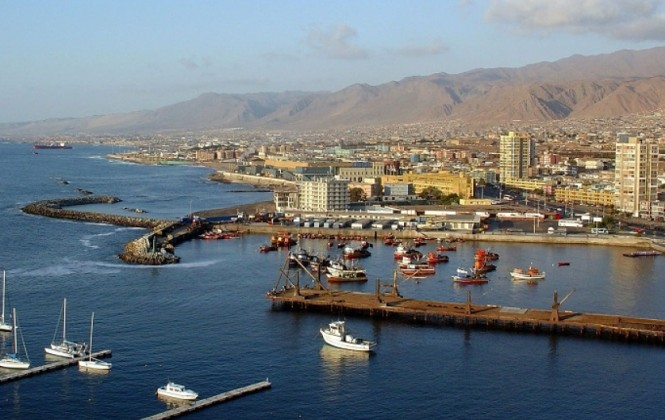 """Gobierno justifica """"sobreprecio"""" en puertos chilenos y denuncia guerra sucia de Muñoz"""