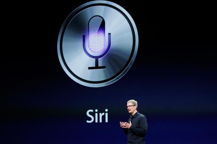 Tim Cook habla sobre Siri durante un evento de Apple en San Francisco, California. 7 de marzo, 2012