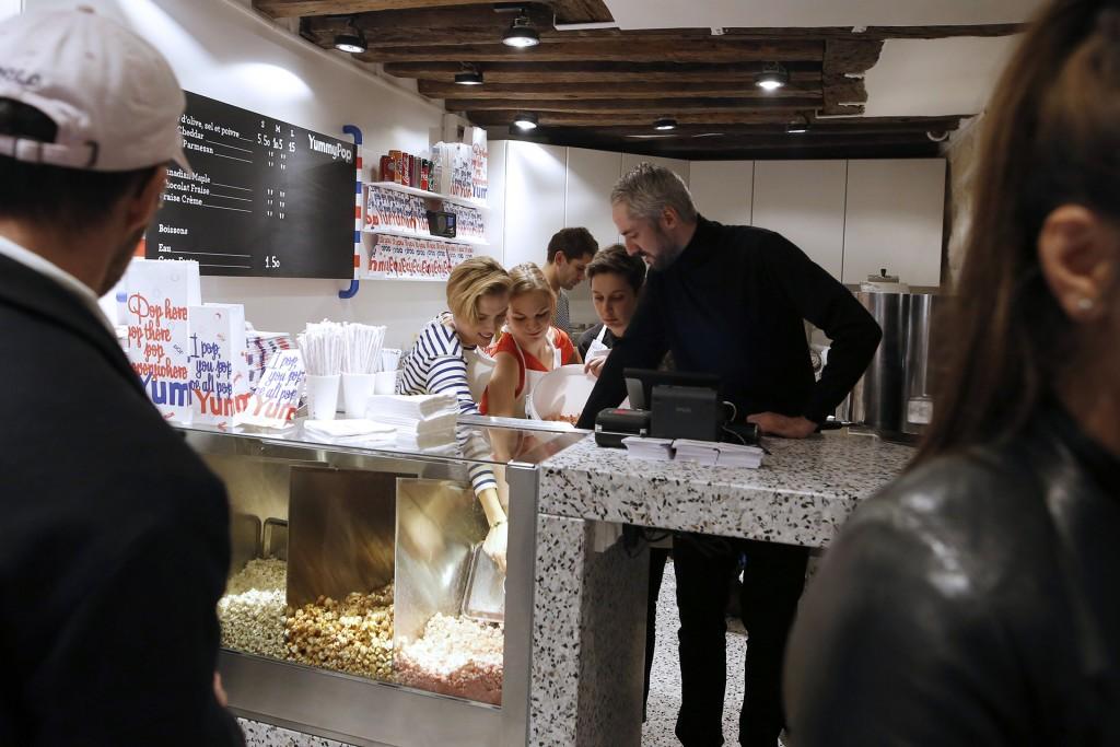 La tienda ofrecerá desde palomitas a la sal marina y aceite de oliva, a otras con sabor a queso cheddar, a fresas con nata o incluso a trufa, parmesano y salvia (AFP)
