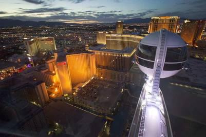 La High Roller de Las Vegas es la más grande del mundo. Tiene 167 metros de altura y tarda media hora en rotar completamente.