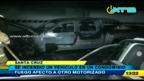 Santa Cruz: Vehículo se incendió en un condominio