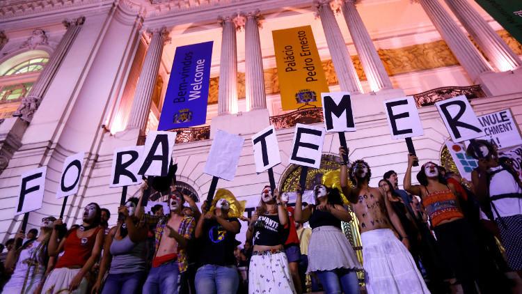 Estudiantes protestan contra recortes en educaciones propuestos por Temer, 24 de octubre de 2016.
