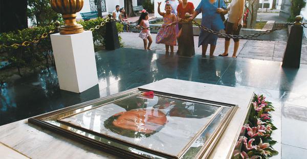 La tumba del ucesista Max Fernández se encuentra en el cementerio General de la capital cruceña. Hasta allí no solo llegan sus familiares