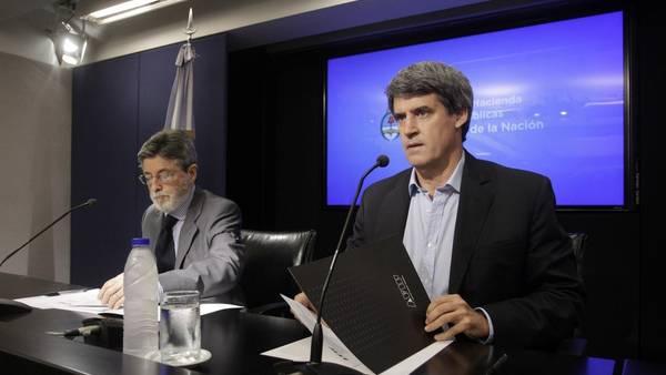Ministro de Hacienda y Finanzas, Alfonso Prat-Gay, y el titular de la AFIP, Alberto Abad (DYN)