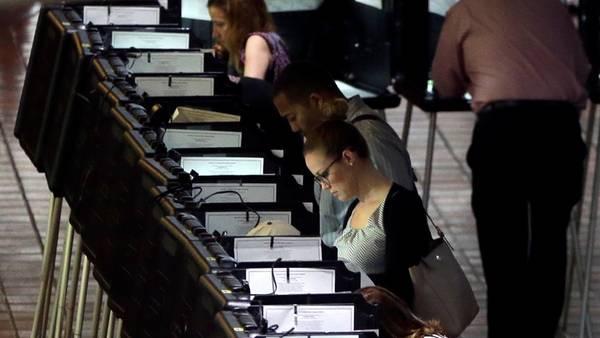 Un centro de votación en el condado de Dade, Miami. EE.UU. / AP