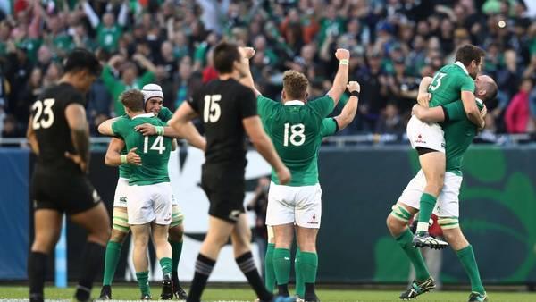 Los jugadores de Irlanda celebran el triunfo histórico ante Nueva Zelanda. AFP