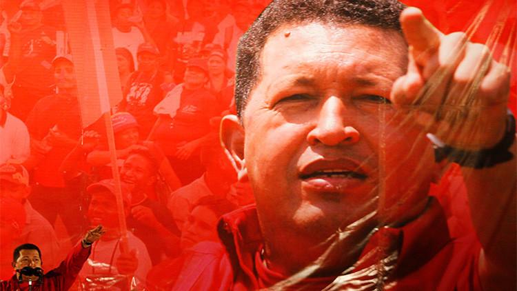 Hugo Chávez habla durante una campaña sobre su propuesta de cambios constitucionales en Caracas (Venezuela), el 21 de noviembre de 2007