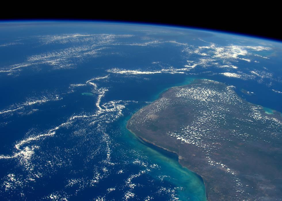 Zona en la que cayó el meteorito de Chixculub, en la península de Yucatán, vista desde el espacio.