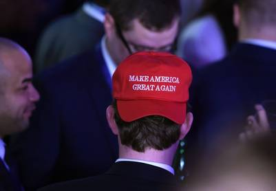 Los seguidores de Donald Trump con su gorra roja. / AFP PHOTO / SAUL LOEB