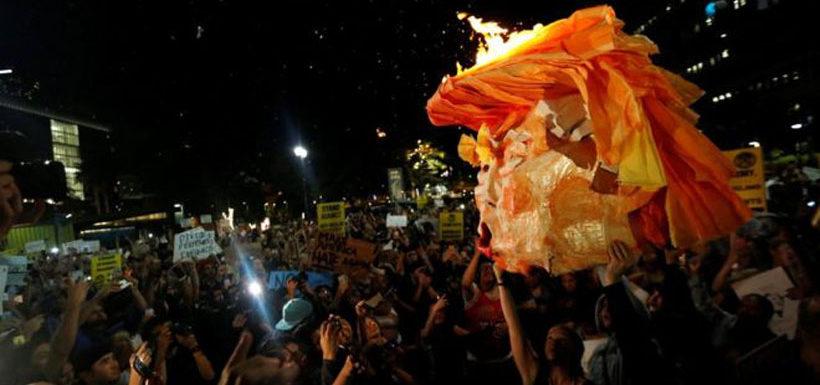 """BBC: """"No es mi presidente"""": miles protestan en Estados Unidos después de la victoria de Donald Trump en las elecciones presidenciales"""