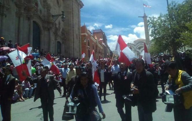 Comcipo y autoridades locales rinden homenaje a Potosí con desfiles separados