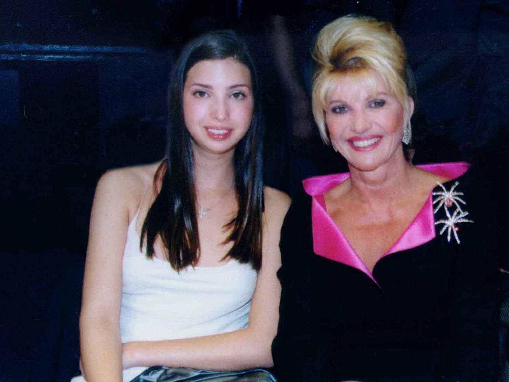 Ivanka de joven con su madre Ivana en 1990