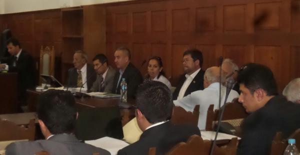 Samuel Doria Medina en la sala del Tribunal de Justicia Suprema donde se desarrolla la audiencia