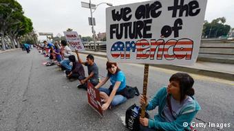 Studenten in Los Angeles demonstrieren gegen Abschiebung illegaler Einwanderer (Getty Images)
