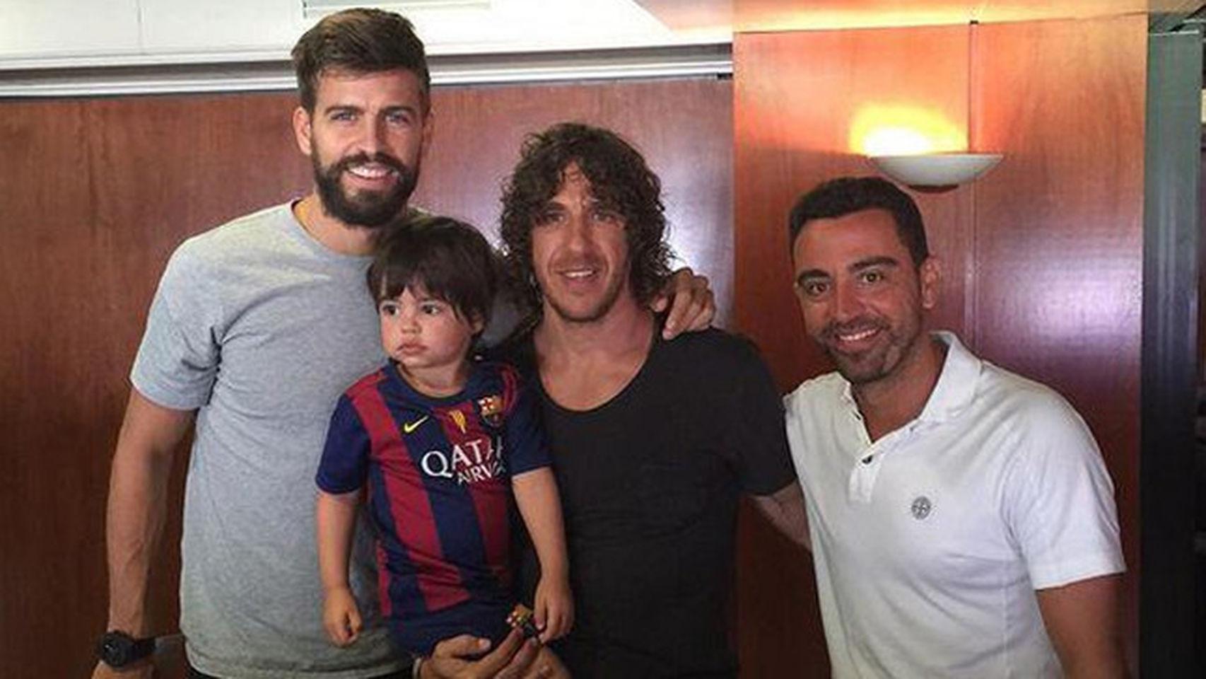 Piqué, Puyol y Xavi, con Milan, el hijo del central y Shakira