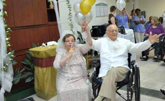 Foto: María Teresa Cobar y Carlos Víctor Suárez en su boda / ABC.es