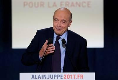 Acto. El alcalde de Burdeos y ex primer ministro Alain Juppé enfrentará a Fillon este domingo en el balotaje de las elecciones primarias de Los Conservadores en Francia. /REUTERS