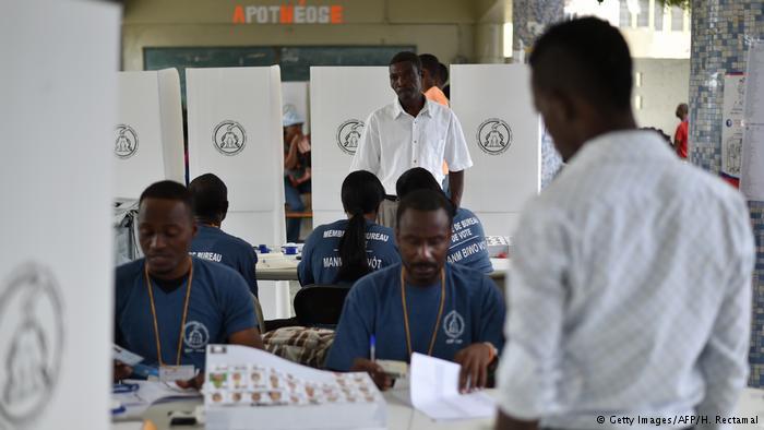 Centro de votaciones en Lycee National Petion Ville, en la capital Port-au-Prince.