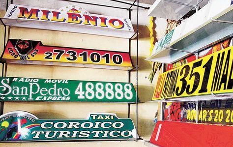 EVIDENCIA. Luminarias para taxis y radiotaxis en un taller de la Av. Kollasuyo, La Paz; se hacen a pedido.
