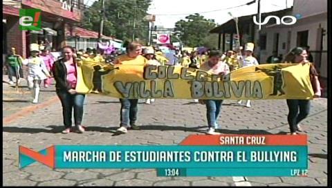 Estudiantes condenan el bullying con una marcha