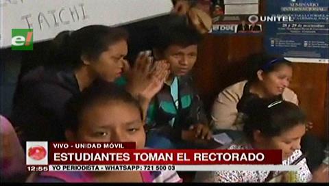 Universitarios toman el Rectorado de la Uagrm
