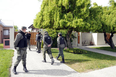Tribunal de Tasacion Nacional en la casa de Cristina Kirchner hace una semana. Foto Opi Santa Cruz.