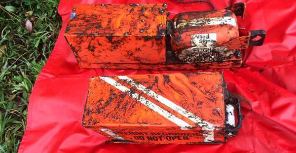 Las dos cajas negras fueron recuperadas el martes de los restos del avión que cayó en Cerro Gordo