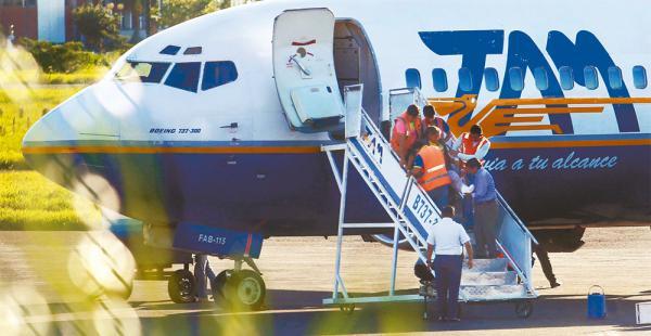 Los vuelos del TAM con pasajeros civiles serán normales en los siguientes días