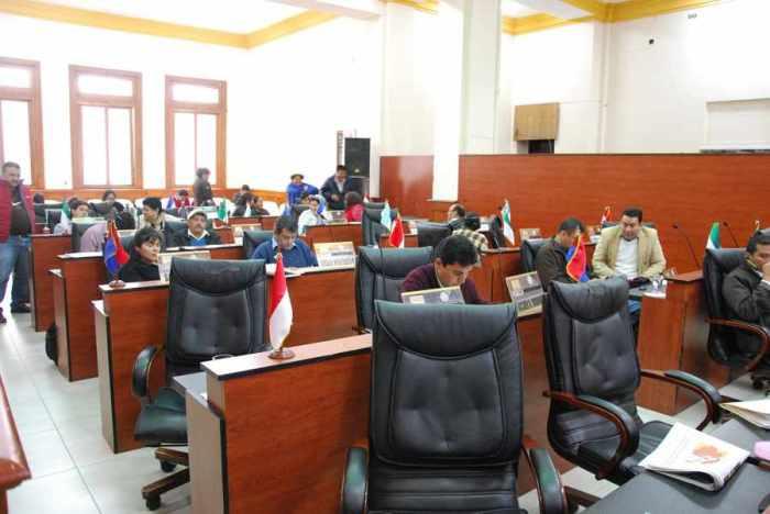 Asamblea reclama el pago del aguinaldo y el salario