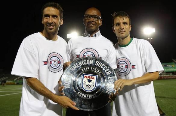 Raúl, Senna y Ayoze celebran el título de liga 2015 (Reuters)