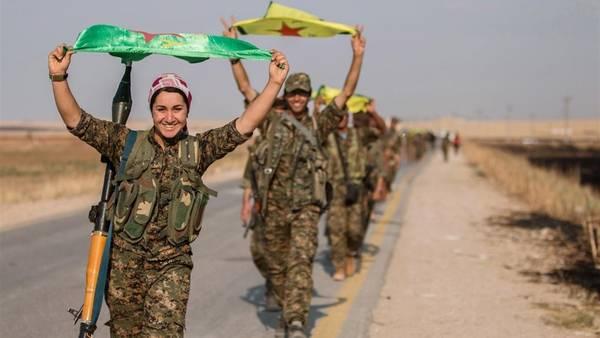 Combatientes Kurdos en Tel Abyad, en la gobernación de Raqqa (Reuters)